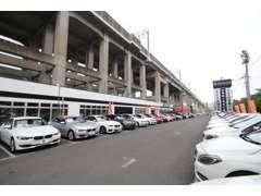 ベンツ・BMW・アウディなど、世界のクルマを多数取揃えております。戸田東ICより車で3分♪東北新幹線高架下に位置しています!