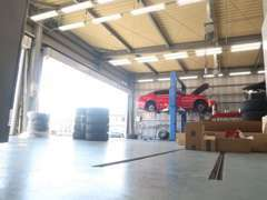国土交通省運輸局認証工場。納車整備から車検整備まで当店しっかりメンテナンスさせて頂きます!