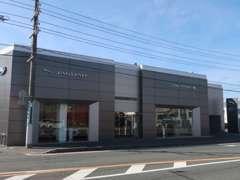 日本で10店舗しかない最新CIを導入したショールームです。