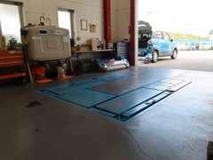 安心の国土交通省運輸局認証工場で納車前の整備や、点検オイル交換もお任せください!