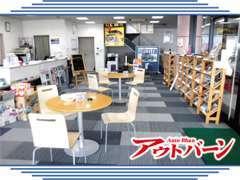 当社の商談スペースです♪ご来店の際は、こちらでごゆっくりとおくろぎ下さい。