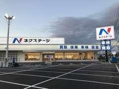 国道8号線沿い!高岡インターから北へ5分!展示車300台以上の大型店がついにグランドオープン!!!この看板が目印です☆
