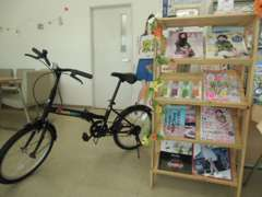女性向け雑誌もご用意、貸出し自転車も有ります。ご主人様や彼がお車選んでる間も退屈しません是非ご一緒にご来店ください!