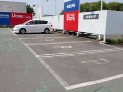 広い駐車場もあり安心、是非ともお気軽にご来店下さい!