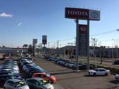 国道38号線沿いの大きなトヨタの看板が目印!新車・中古車併売店舗ですので、新型車の試乗車もございます。ぜひお越し下さい!