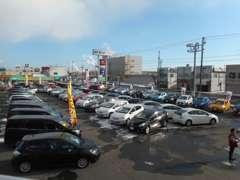 国道38号線に面していてご来店しやすい立地条件です。大型展示場はトヨタ車を中心にコンパクト・ミニバン・軽自動車まで展示!!