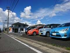 コストコ羽島店からクルマで5分! 名神岐阜羽島ICを降りてすぐの信号を右折して下さい。