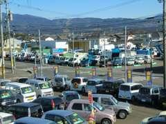 三股支店とトラックセンターは交差点の斜め向かい合わせです。