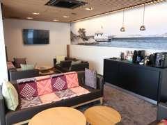 隅々まで拘り抜いた北欧家具 厳選のコーヒーも♪2FにはBANG&OLUFSEN音響ルームもご用意しております。