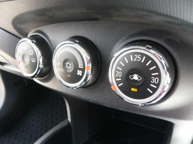 いつも車内を快適な温度に!オートエアコン付き♪♪