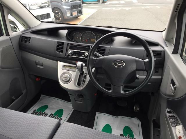 車両本体価格には納車前点検整備費用、メーカー保証継承費用などが含まれております
