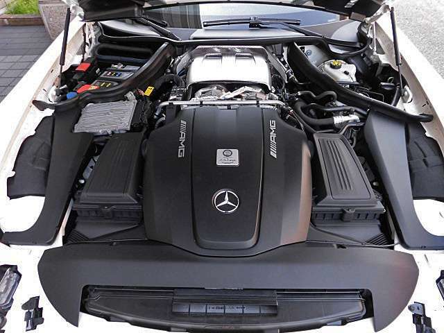 ホットインサイドVレイアウトを採用した4000cc V8ツインターボエンジンはハイパワー&ハイレスポンスに加え高い環境性能も実現しています!