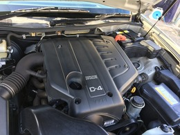 搭載されるエンジンはVVT-i機構付きの直6DOHC 2.5L直噴(1JZ-FSE型)で5速オートマとの組み合わせとなります。