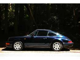 1991年式 964カレラ2 ティプトロニック 正規ディーラー車の入庫です。走行44,000km ミッドナイトブルーにブラックインテリア 右ハンドルとなっております。