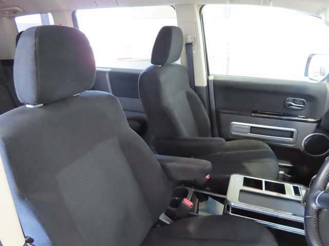 運転席、助手席にシートヒーターを装備。寒い日もすぐにポカポカです。