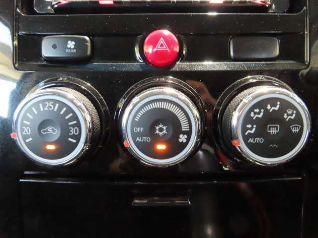 操作のし易いダイヤル式オートエアコン。リヤクーラーも装備してます。