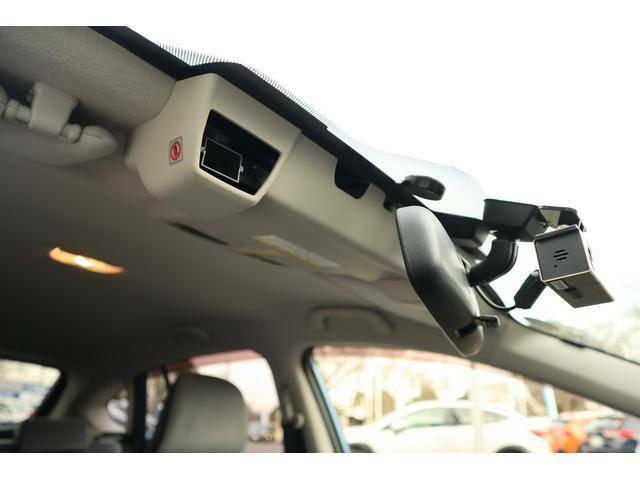 【ステレオカメラ】前方を認識し音声やメーターパネルに表示するとともに自動的にブレーキ制御を行い、減速または停止してくれます★