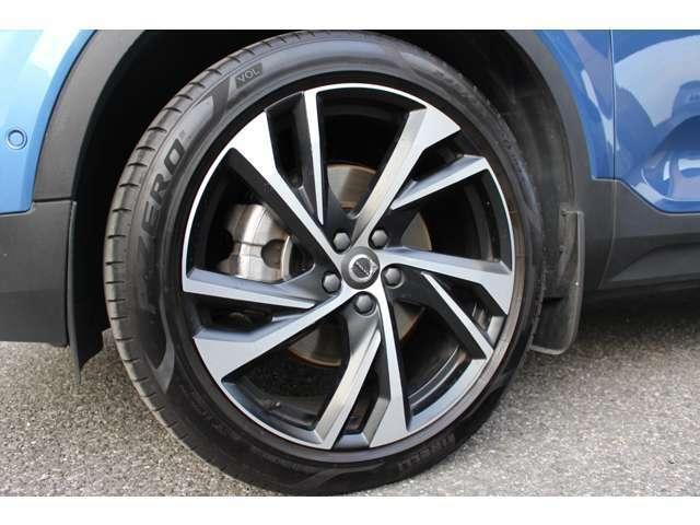 1stEdition(全国限定300台)の特別装備となる、20インチアルミホイール。タイヤは羨望のピレリ・Pゼロです!