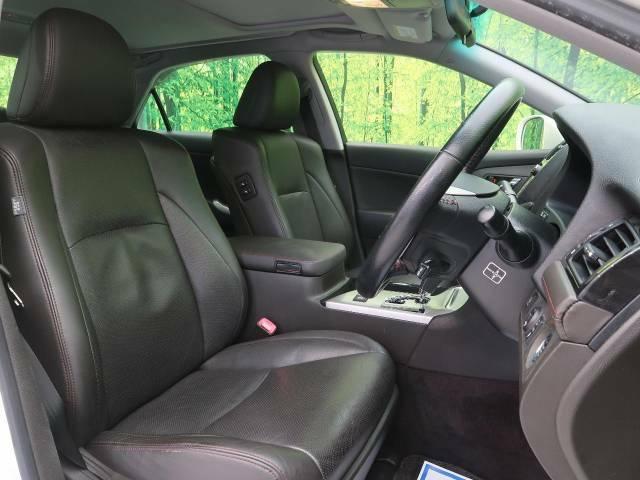 高級感たっぷりの「レザーシート」!!社内の高級感を与えてくれるので、優雅にドライブをお楽しみいただけます♪座り心地もバッチリです☆是非一度ご体感下さいませ!!