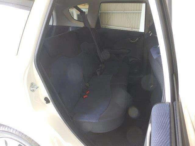 リヤシートはコンパクトカーとは思えない広さです!