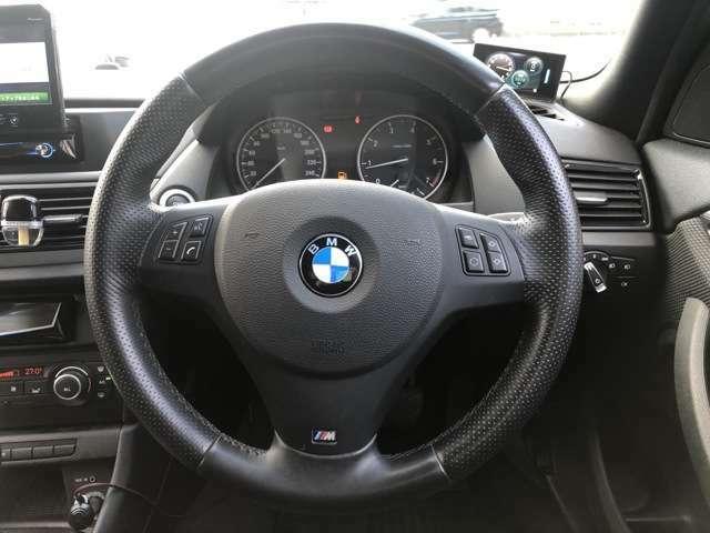 BMWのスポーティーなステアリングは高い人気を誇ります!