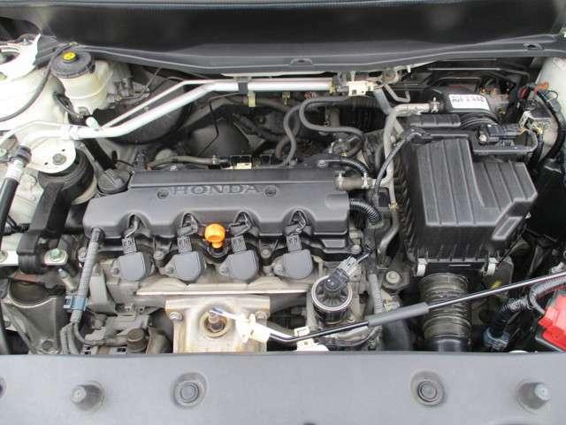 走りと燃費。ふたつの性能で、ともにクラストップレベルのエンジンを目指して。搭載したのは、Honda独創のSOHCi-VTECエンジン。独自のVTEC技術を進化させ、先進の「可変吸気量制御」を採用。