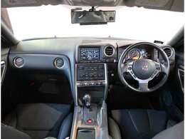 GT-Rのカタログ燃費は「10/15モード走行」で8.2km/lを記録しております。