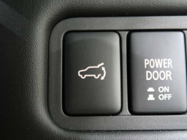 【パワーバックドア】スマートキーや運転席のボタンを押すだけでリアゲートが自動で開閉します!荷物を持っている時や、高い位置にあるバックドアを閉める際に便利な機能です♪