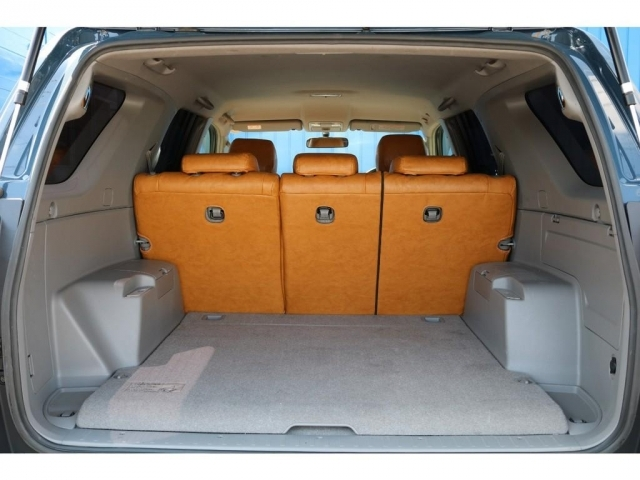 荷室幅が105CM、奥行き108CM、荷室高さが88.6CMなります。セカンドシートを倒せばセミダブルのベットマットがすっぽり入りますので車中泊でのんびり眠れます(笑)