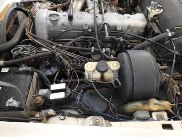 エンジンルームもほぼノーマルです