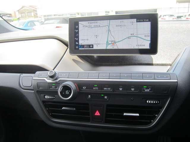 HDDナビゲーションシステム。リアルタイムでドライブをアシストするVICSメディアと連携。広範囲域での走行をアシストします。