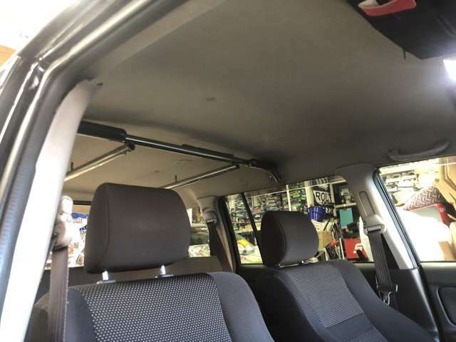 天井使用感ありますがこの手の車にしては綺麗です!