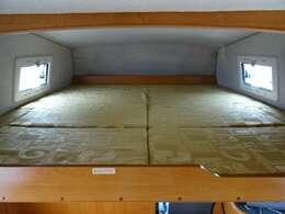バンクベッドも広々としておりゆったりとおくつろぎいただけます♪ ベッド寸法 180×180センチ☆