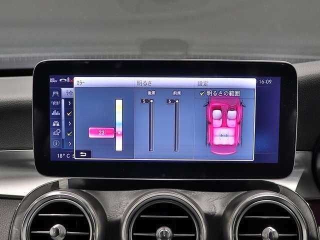【室内空間を彩るアンビエントライト 】室内空間をよりラグジュアリーにカスタマイズできるアンビエントライト。気分によってLED の色を変えて車内の演出を楽しむことができます!