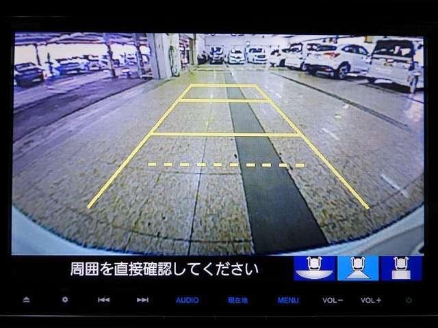 【バックカメラ】運転が苦手な方も車庫入れラクラクです!ギアをリバースに入れれば自動的に切り換わりますので、面倒な操作は不要です♪狭い駐車場もお車を傷つけず安心ですね!