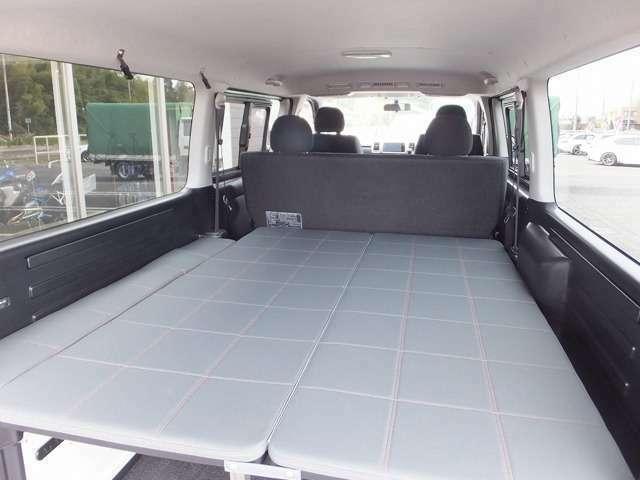 ベッドキットはトリム形状に合わせ前後左右のガタ付きもなく広々とした、ゆとりの室内空間となっております。
