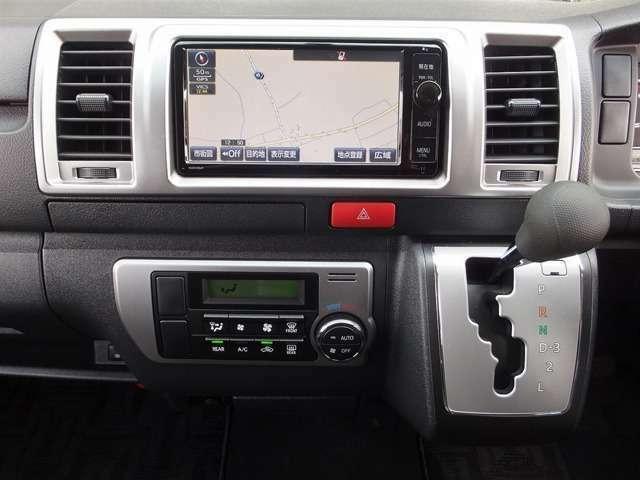 彩なマルチメディア機能を搭載したSDナビゲーションシステム(地デジフルセグTV/DVD/CD/BT/AM/FM/AUX)。また、TVキャンセラーも装着されております。