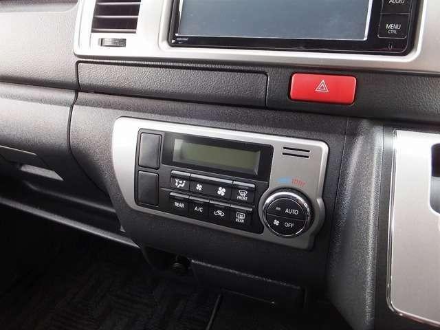 空調はフロントはプッシュ式オートエアコン、リアはマニュアルクーラー&ヒーターとなっております。