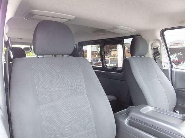 ゆったりとしたフロントシート。機能性と快適性を両立。