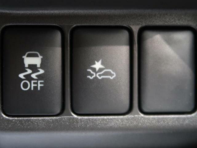 【インテリジェントエマージェンシーブレーキ】フロントカメラなどで前方の車両や歩行者を検知。自動的に緊急ブレーキを作動させて衝突を回避、または衝突時の被害や傷害を軽減します。