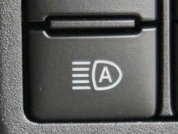 ●オートハイビーム『先行車や対向車のライトを認識し、ハイビームとロービームを自動で切り替える機能です♪』
