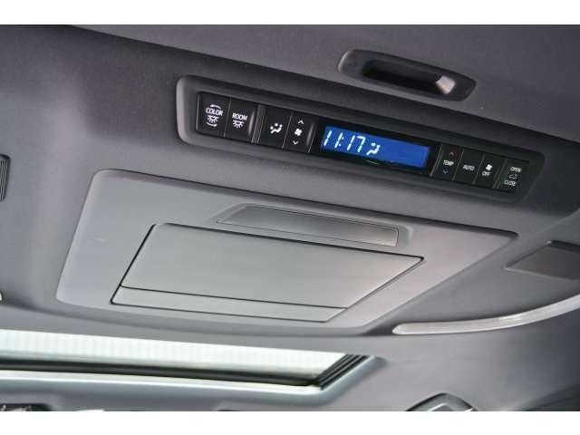 ■フリップダウンモニターも標準装備!後席に座られている方も退屈せずにドライブを楽しんでいただけます。