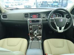 ボルボ・カー香里園のデモカーアップ車両を認定中古車としてご案内!デモカーアップ車両なので内外装共にとても綺麗な状態を保っております!サンルーフも装備しておりますので快適なドライブ間違いなし♪
