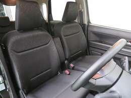 シートリフター装備で、座席の高さを調節できます。