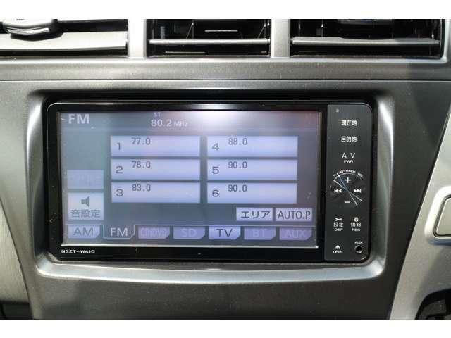 純正SDナビが装着されております♪TVはフルセグにて視聴可能で、その他、DVDビデオやBluetoothにも対応しております。
