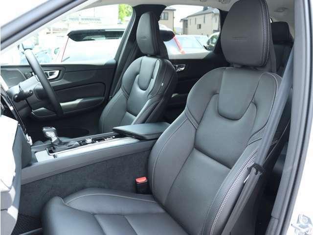 前席には8ウェイの電動調整機能、4ウェイの電動ランバーサポート、電動クッションエクステンションをはじめ、ベンチレーション機能やリラクゼーション機能も装備。ロングドライブでも快適にお過ごしいただけます。