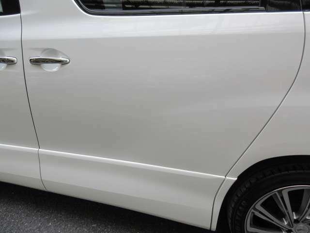 初めて中古車を購入される方、知識に自信がない方にも担当スタッフが親切丁寧にご説明差し上げます。駐車場の探し方や、任意保険についてなど、何でもご相談ください。ご満足いただけるよう対応させていただきます!