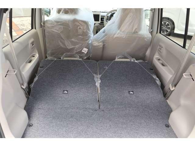 ワンタッチで後部座席を倒して広々かいてきです。