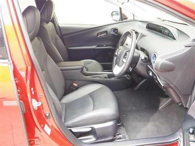 ホールド感のある運転席・助手席シート。