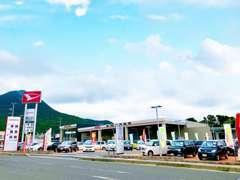 国道8号線沿いにあります。滋賀ダイハツの大型店舗!